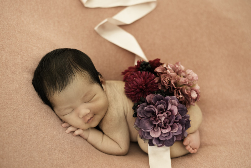 7a5026e90ebcc25ceba068475a3125d7 2 800x534 - What newborn photo
